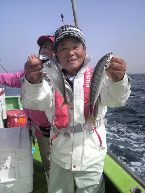 今日は…アジ釣りデッか…マダイ釣りデッか…