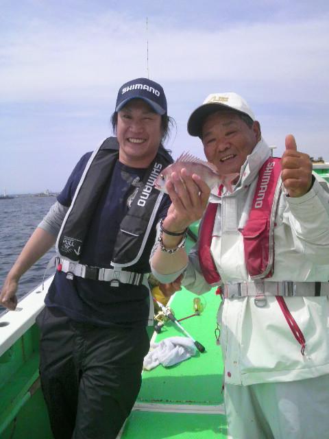 今日は…江ノ島に近い腰越港に…