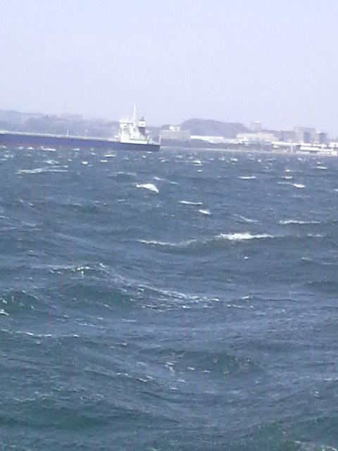 この強風で…船上〜