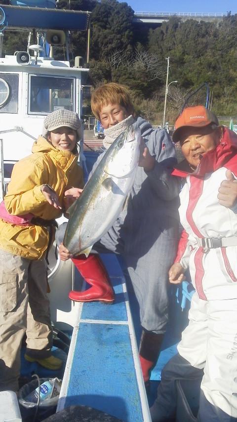 泳がせブリ釣りに……